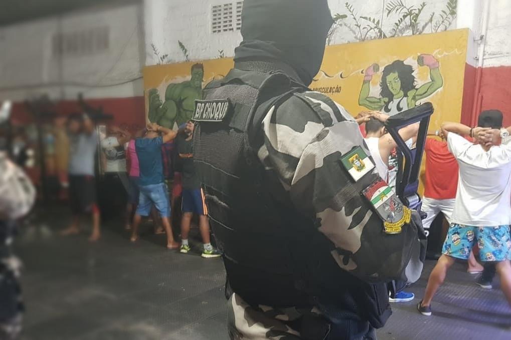 """Polícia Militar acaba com """"festa de aniversário"""" de facção em Mãe Luiza"""