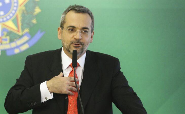 China chama de 'desprezíveis' comentários de ministro da Educação