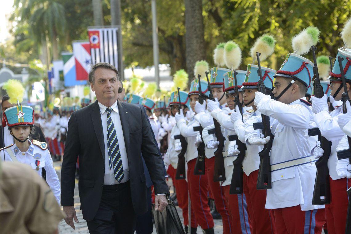 Meta é implantar um colégio militar em cada capital diz Bolsonaro