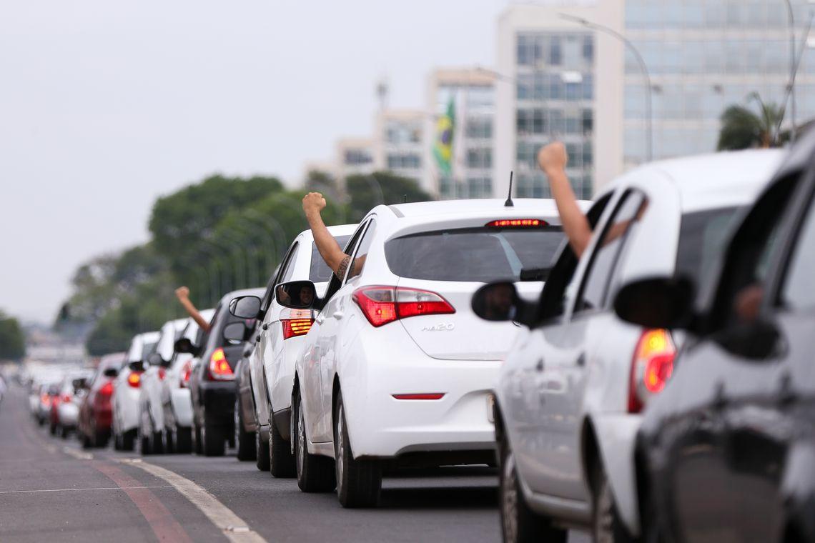 Motoristas do Uber e 99Pop terão de contribuir com o INSS