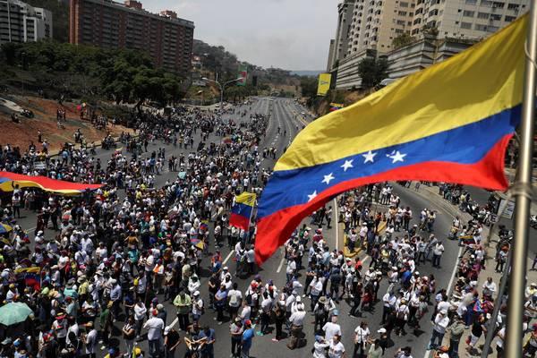 Rússia alerta EUA para não interferir na Venezuela