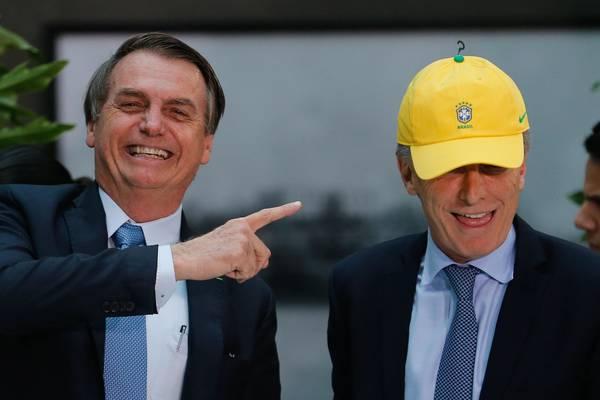 """Bolsonaro e Paulo Guedes cogitam """"moeda comum"""" com Argentina"""