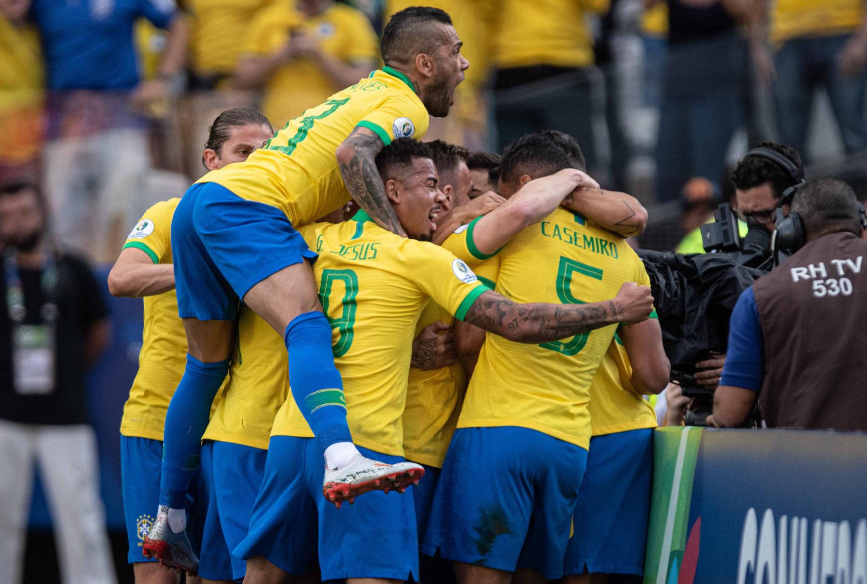 Brasil goleia Peru e avança na Copa América