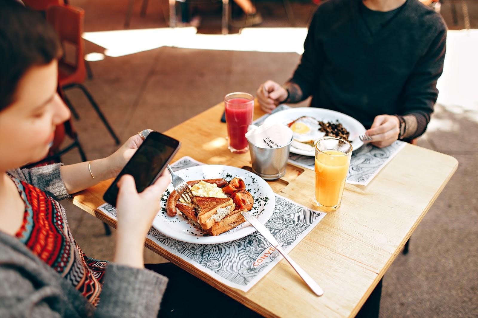 Não sabe o que pedir no restaurante? O Google Maps mostra os pratos mais populares