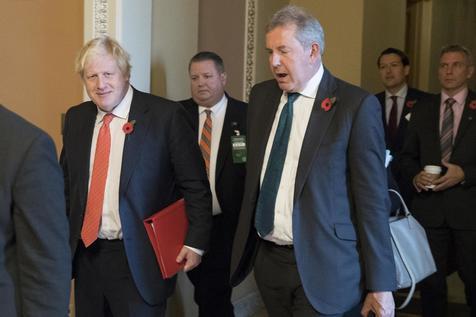Após críticas a Trump, embaixador britânico nos EUA renuncia