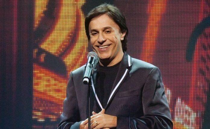Tom Cavalcante apresenta novo show no Teatro Riachuelo