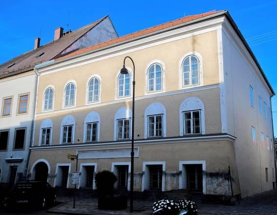 Áustria vence e evita que casa de Hitler vire templo nazista