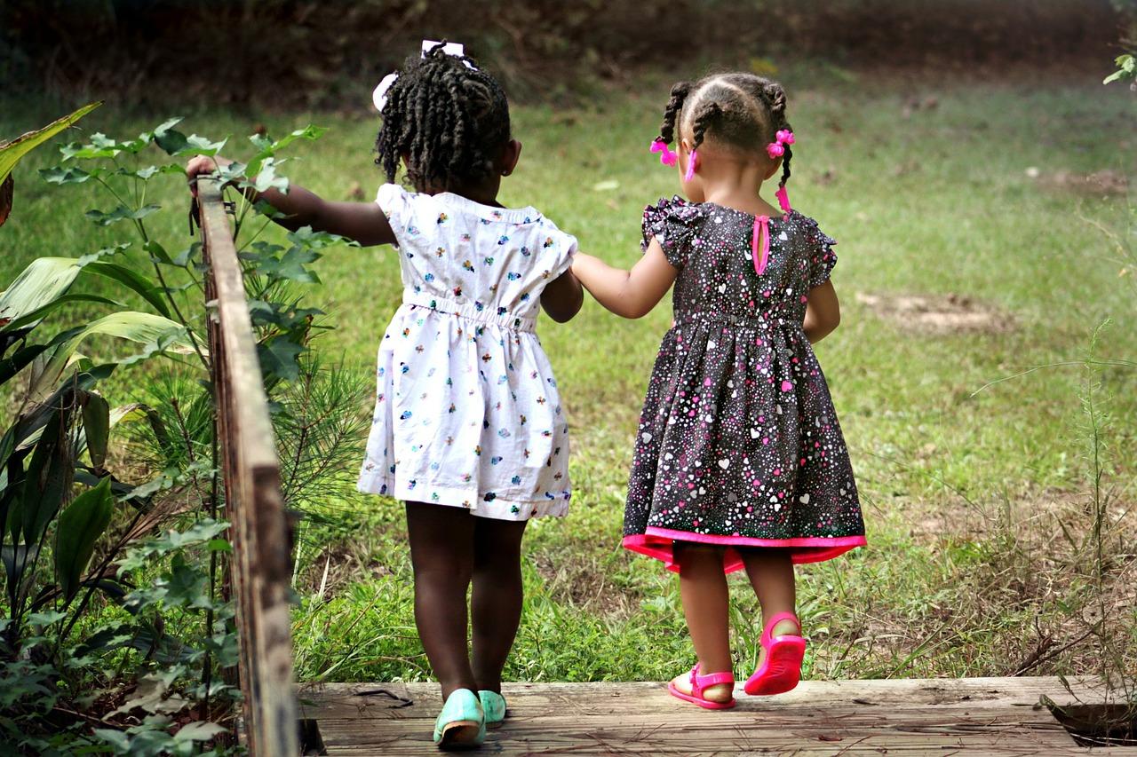 Contato com a natureza deixa crianças mais calmas e bem-comportadas