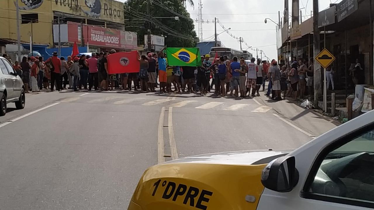 MST boqueia trecho da RN-160 em São Gonçalo do Amarante