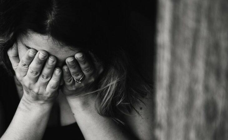 Menina de 6 anos é estuprada e estrangulada por dois irmãos na Índia