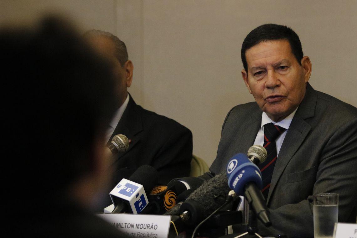 Mourão diz que haverá enxugamento gradativo do funcionalismo público