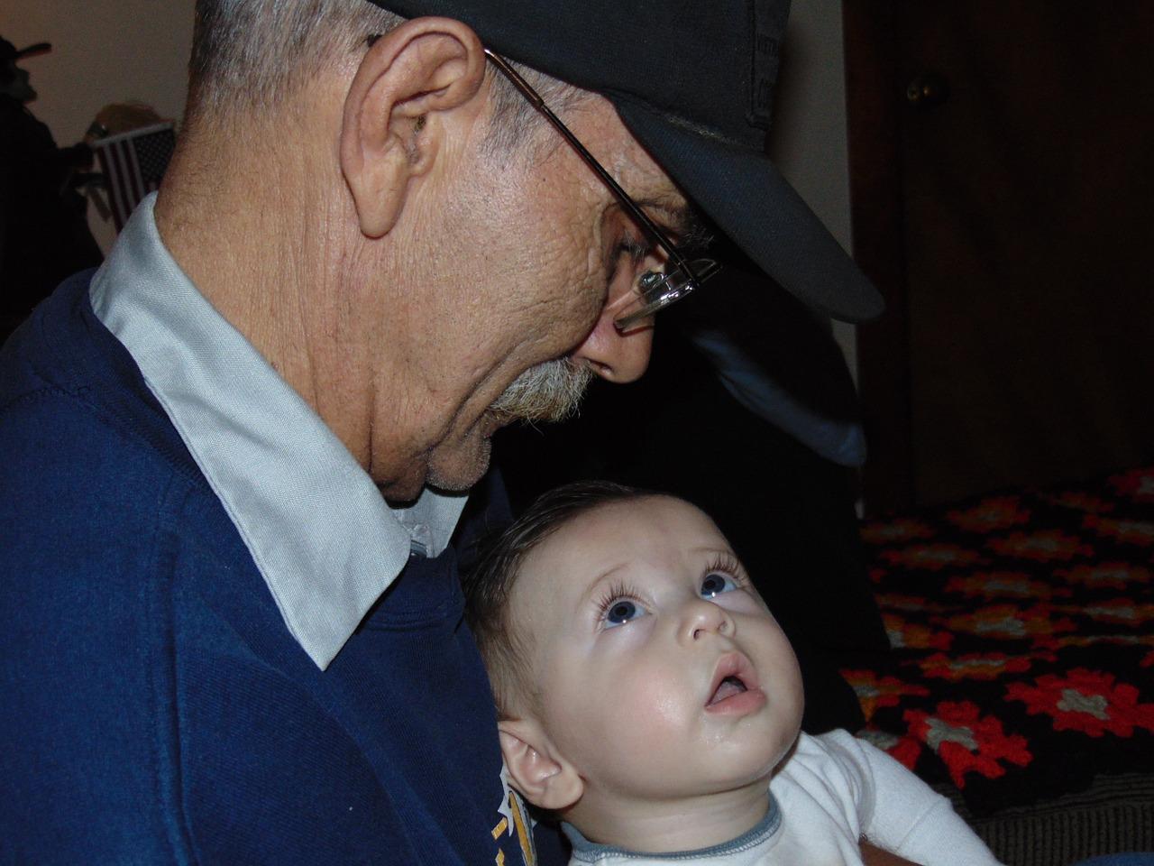 Neurodegeneração: como essa condição afeta idosos e crianças