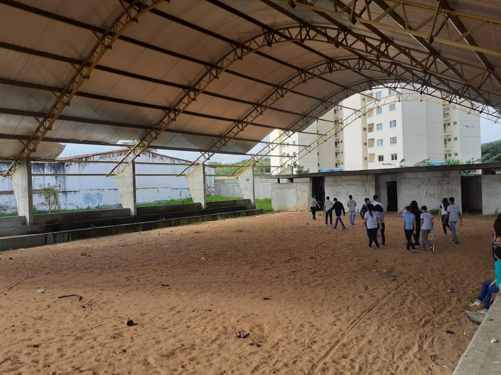 Obras de quadras de escolas em Natal seguem abandonadas