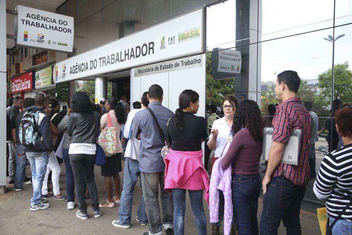 Um em cada quatro desempregados procura emprego há pelo menos 2 anos