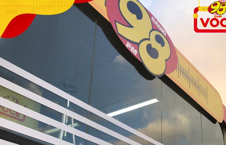 """""""98FM COM VOCÊ"""": transmissão ao vivo pelas ruas de Natal"""