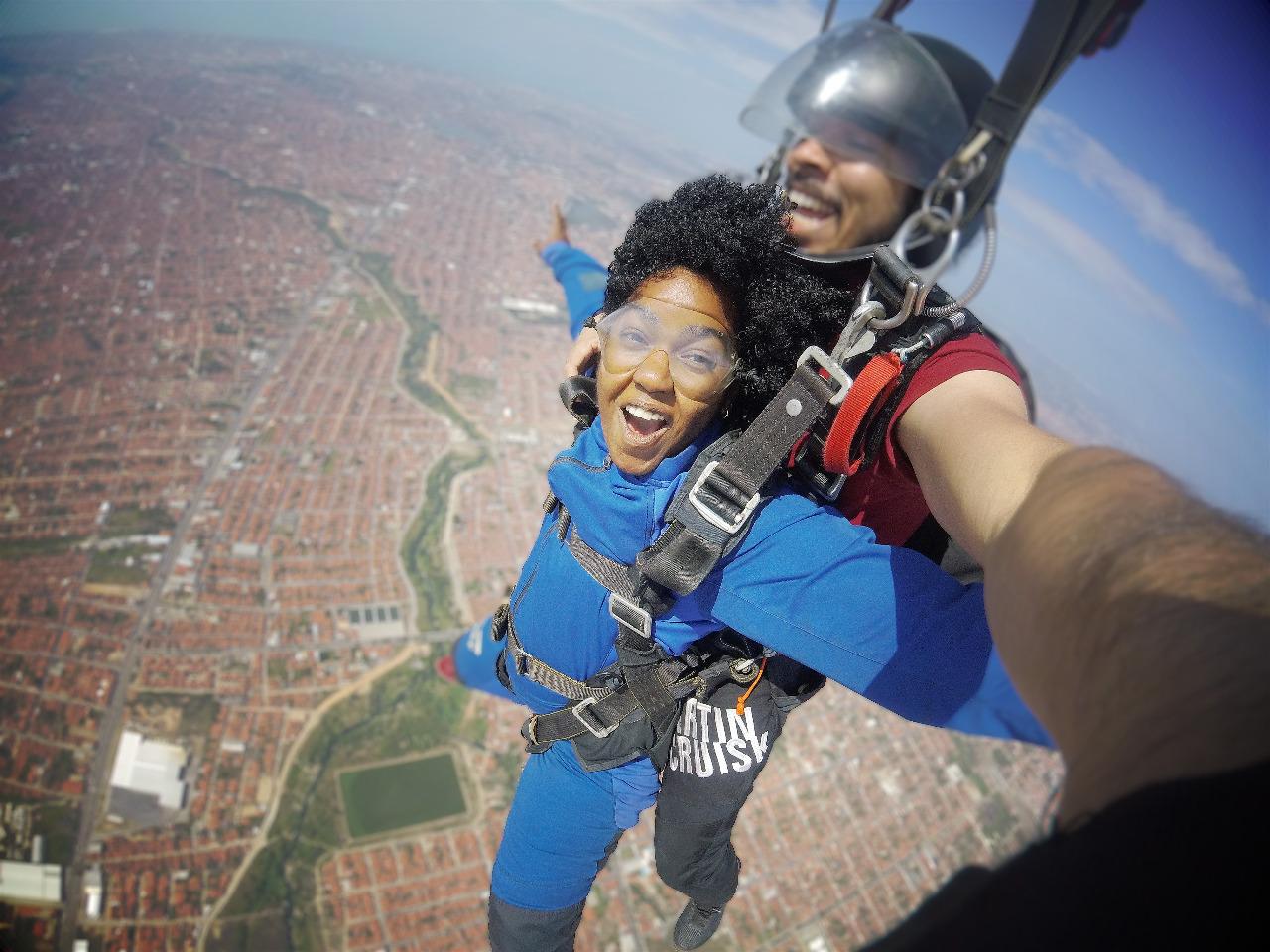 Evento oferece voos panorâmicos pela grande Natal e salto de paraquedas para os aventureiros
