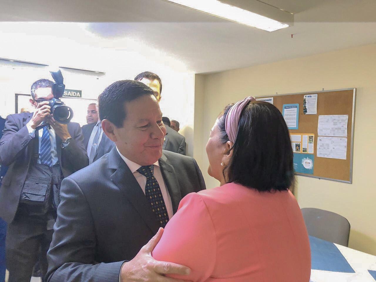 Fátima se reúne com Mourão que garante repasse de R$ 80 milhões