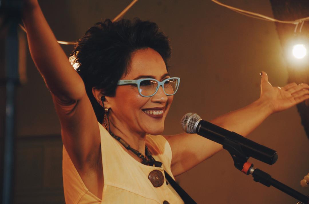 Valéria Oliveira se apresenta gratuitamente no Natal Shopping