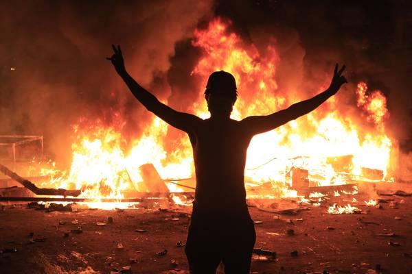 Policiais encapuzados matam 18 manifestantes no Iraque