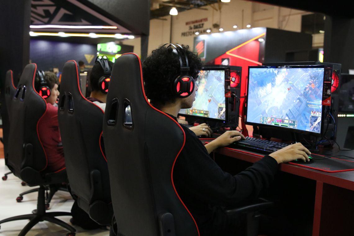 Para evitar o vício, China vai restringir jogos online em 90 minutos por dia