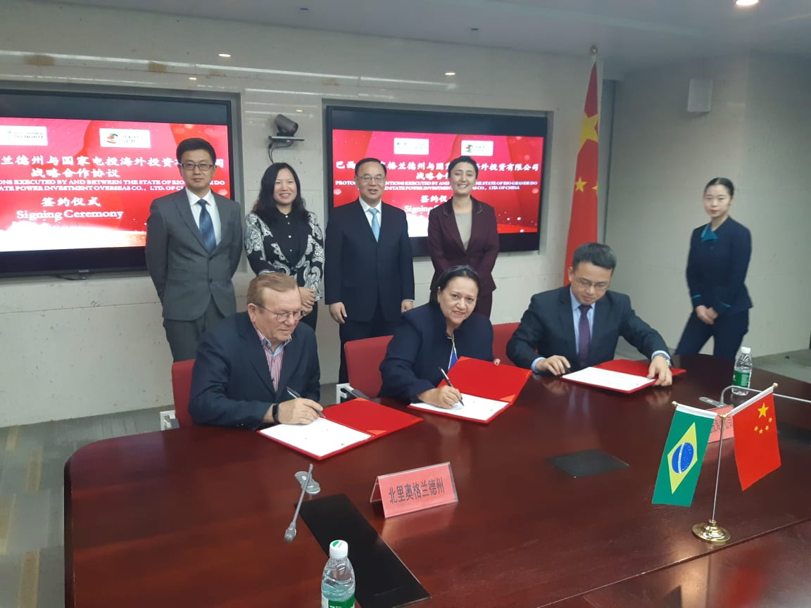 Fátima assina protocolo para empresa chinesa instalar parque solar no RN