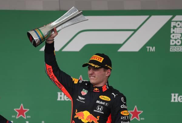 Verstappen vence GP marcado por batida de Leclerc e Vettel