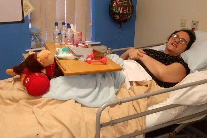 Mulher é salva por filha de 6 anos após sofrer derrame durante voo