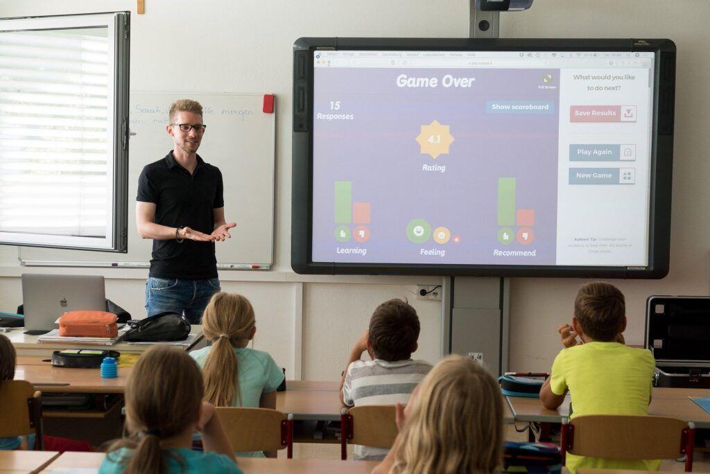 Capes seleciona professores de inglês para capacitação nos EUA