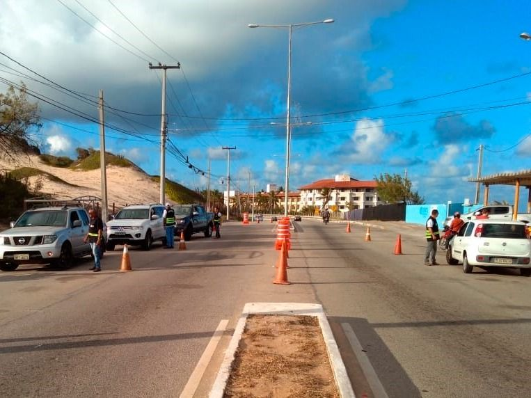 Detran fiscaliza 300 veículos em blitz na Via Costeira