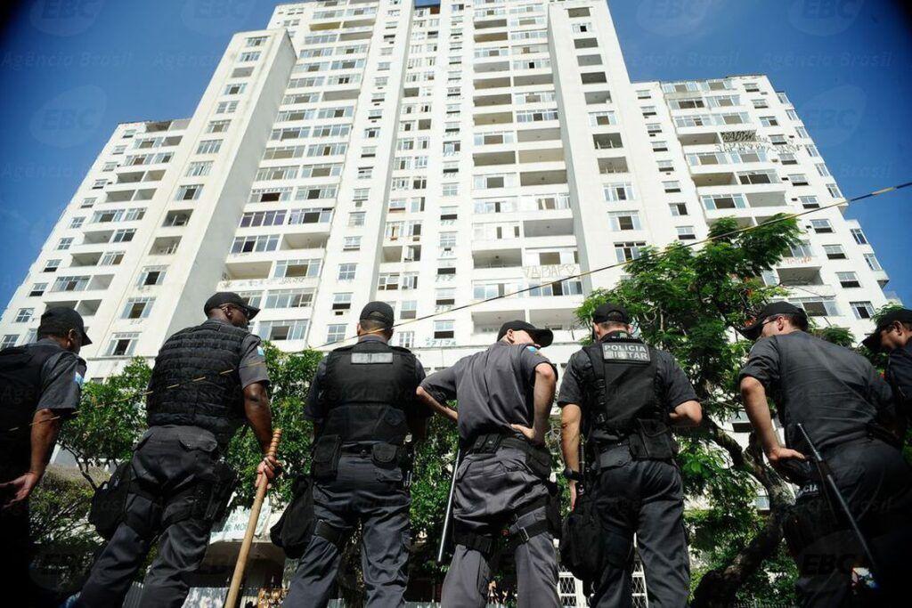 Jair Bolsonaro extingue prisão disciplinar para PMs e bombeiros