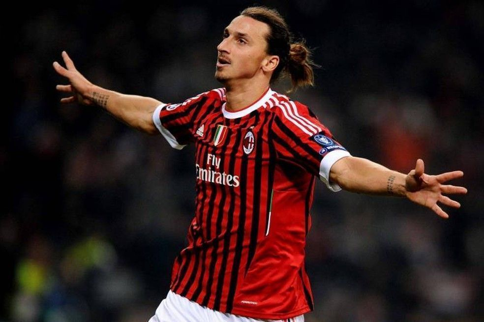 Milan anuncia oficialmente Ibrahimovic como novo reforço