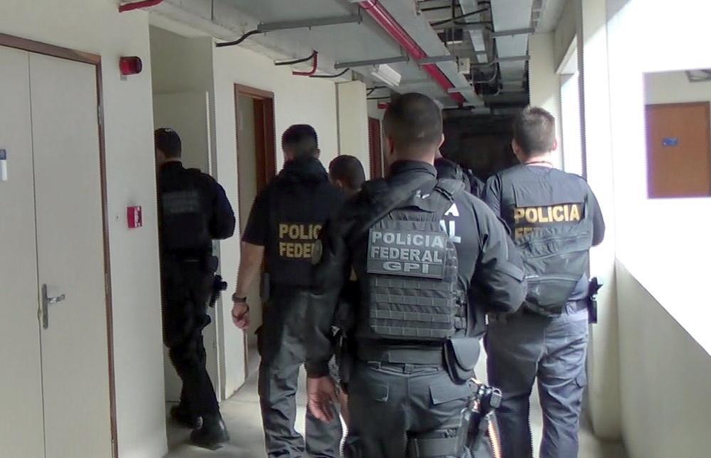 Operação da PF combate quadrilha que usava ônibus de turismo para traficar drogas