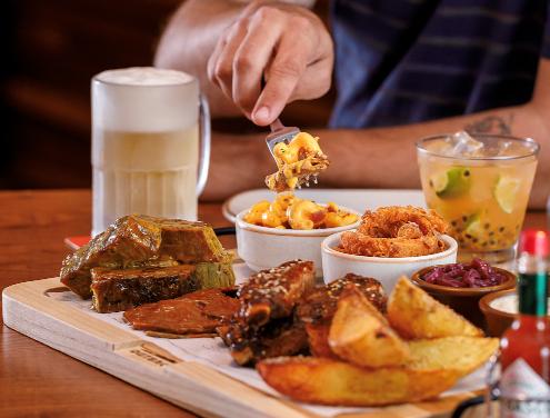 Outback apresenta duas novas opções de steaks em tábuas para compartilhar
