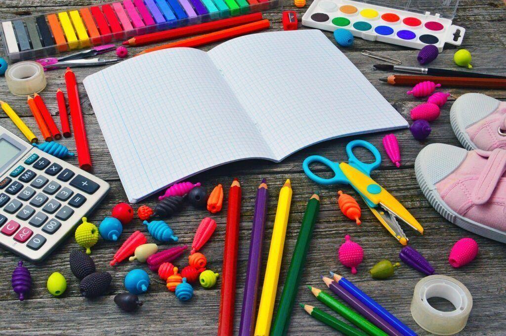 Procon divulga lista de materiais escolares considerados abusivos