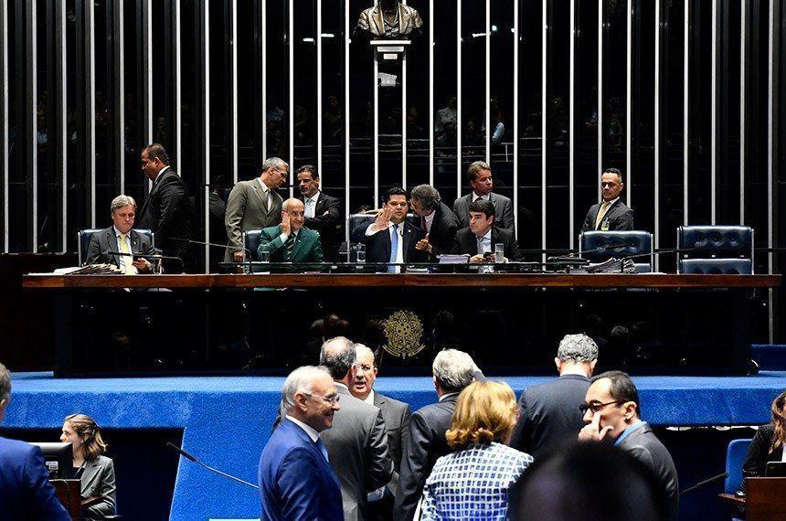 Senado aprova 'aposentadoria militar' sem idade mínima e com salário integral
