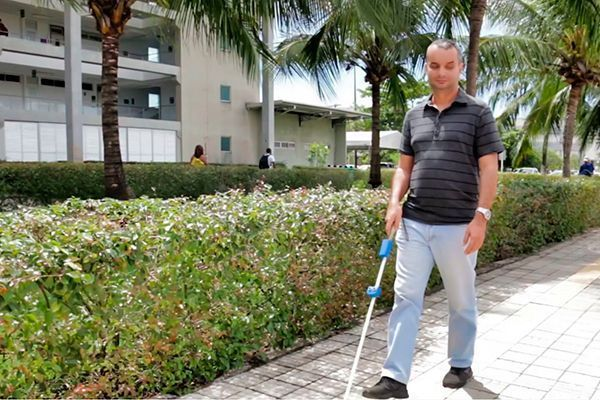 UFRN cria 'Bengala 4.0' para auxiliar na mobilidade de pessoas com deficiência visual