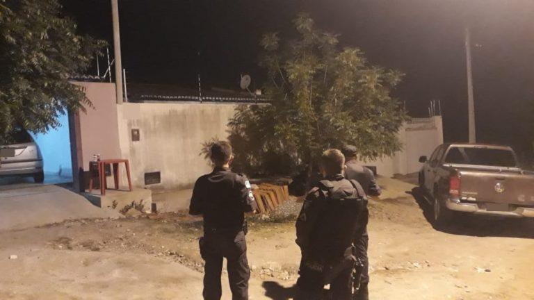 Caicó bandidos armados invadem casa trocam tiros com a PM e 5 morrem no confronto