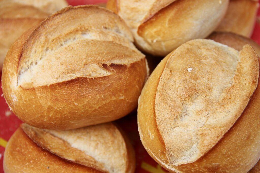 Comer pão, macarrão ou outro tipo de carboidrato à noite engorda?