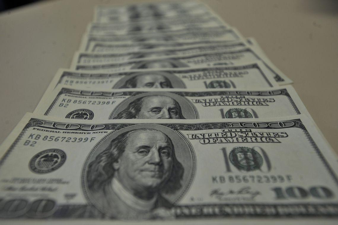 Dólar passa de R$ 4,28 e atinge maior nível desde criação do real