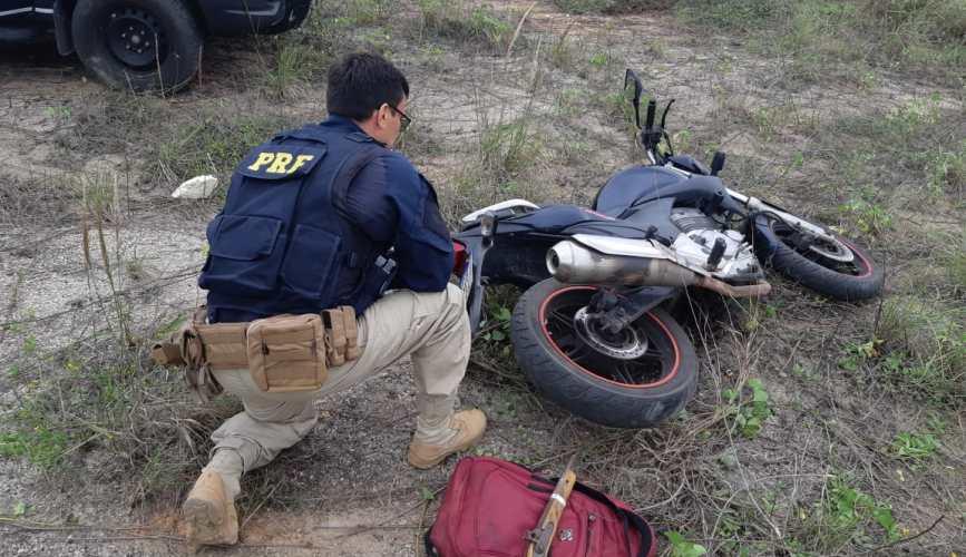 Dupla é presa na BR 304 logo após roubar motocicleta em Parnamirim