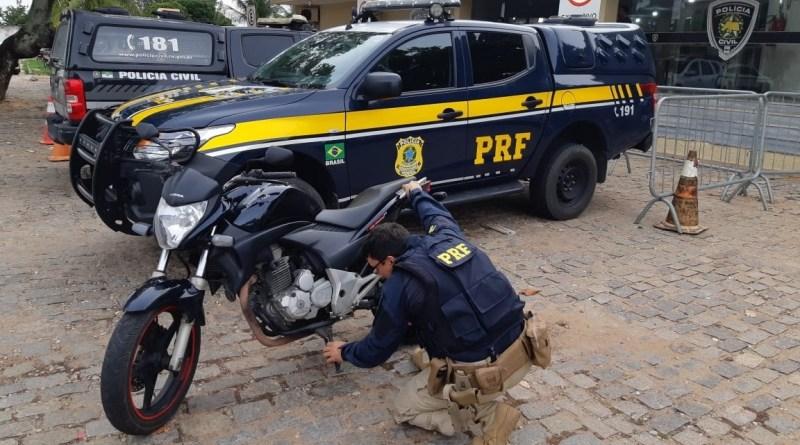 Dupla é presa na BR 304 em Macaíba logo após roubar motocicleta em Parnamirim