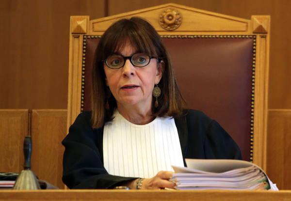 Ekaterini Sakellaropoulou Grécia elege pela primeira vez uma mulher como presidente