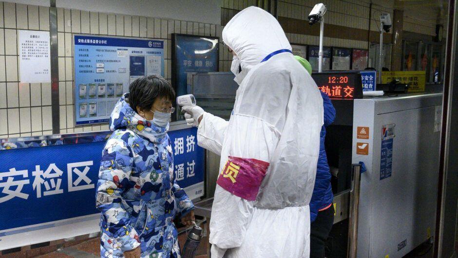 Paciente infectado por coronavírus pode transmitir doença a uma distância de até 2 metros