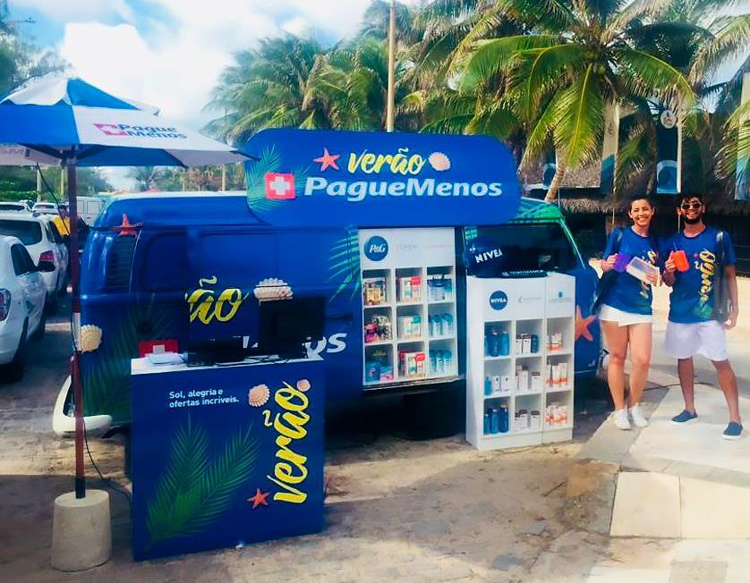 Pague Menos estaciona farmácia móvel na Praia de Pirangi