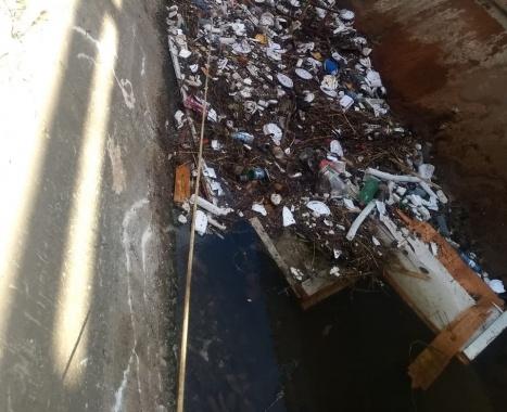 Lixo e ligações clandestinas causam problemas em temporadas chuvosas