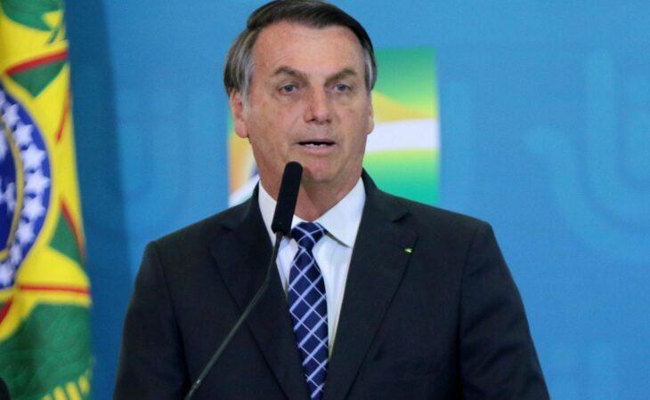 Em meio à crise, Bolsonaro muda divulgação diária com números do coronavírus