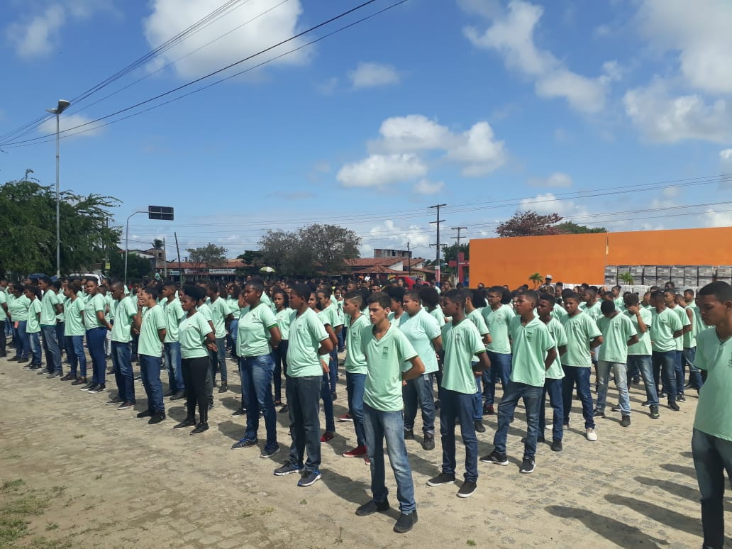 Colégios cívico-militares começam a ser implementados no Brasil