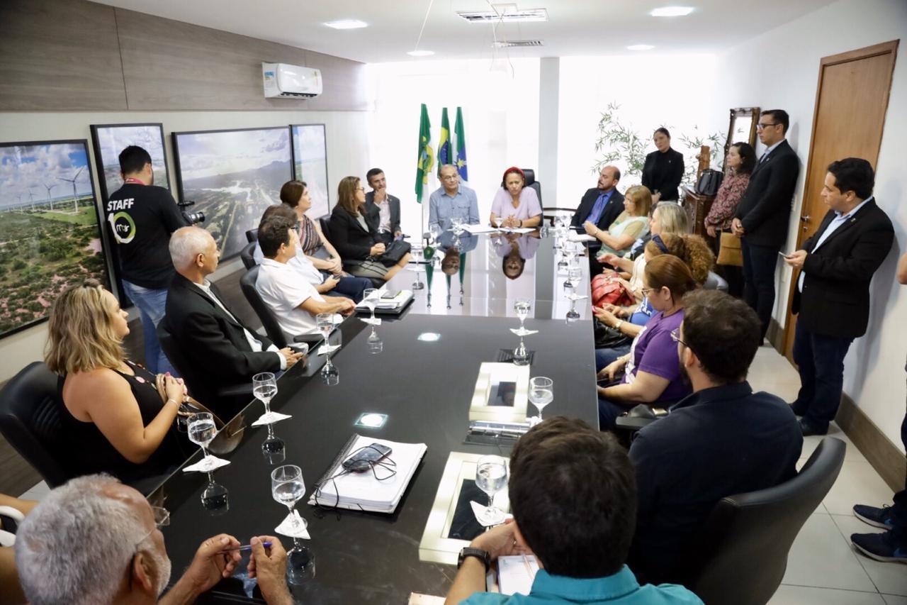 Governo do RN anuncia convocação de 600 professores aprovados no concurso de 2015