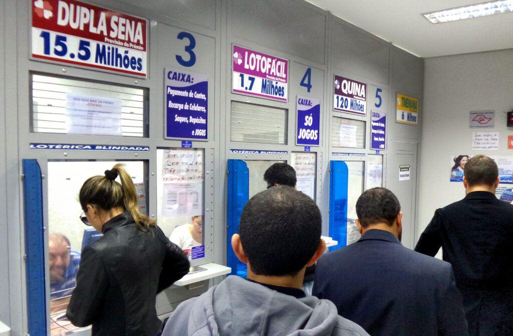 Governo pretende recorrer de decisão para manter lotéricas e igrejas abertas