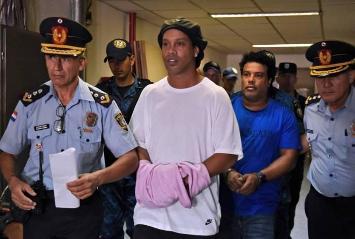 MP investiga se Ronaldinho cometeu outros crimes no Paraguai